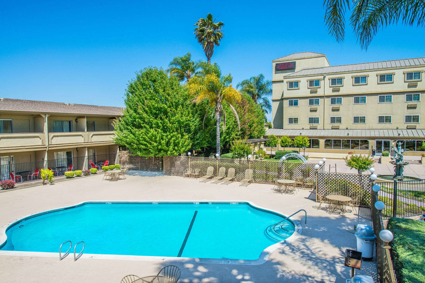 Park And Fly Hotels Near Sacramento Airort Airport Hotel Parking Package Includes Free Smf Shuttle
