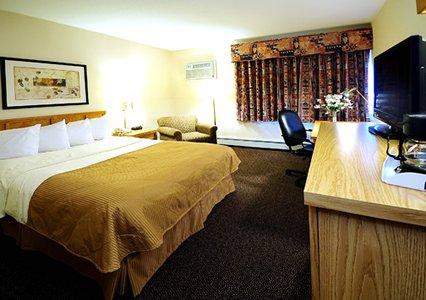 Clarion Hotel Milwaukee Airport Queen Bed