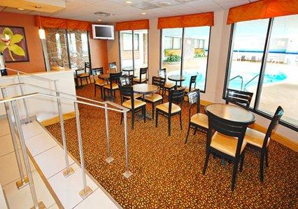 Clarion Hotel Milwaukee Airport Lobby Pool Area