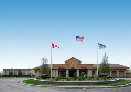 CLARION HOTEL DETROIT AIRPORT (DTW)